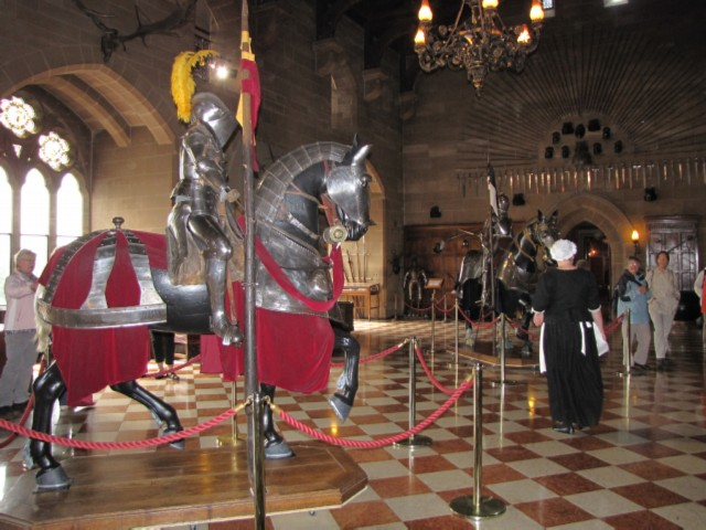 castle hall armor England Day 2 Part 1: Warwick Castle