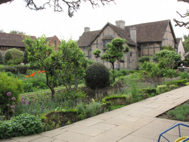 stratford garden England Day 2 Part 2: Stratford Upon Avon and Lunch in the Cotswolds