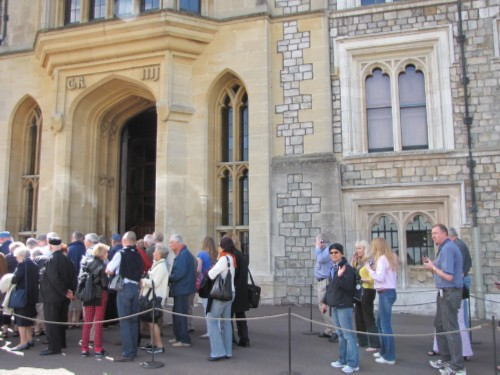 line into castle England Day 5 Part 1: Windsor Castle & a Fish & Chip Lunch