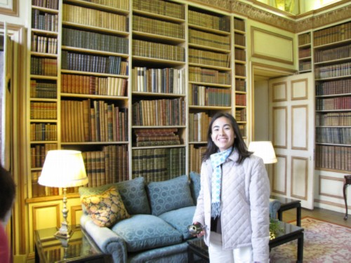 maiko in library England Day 3 Part 1: Leeds Castle