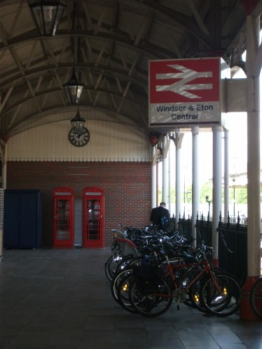 train station England Day 5 Part 1: Windsor Castle & a Fish & Chip Lunch