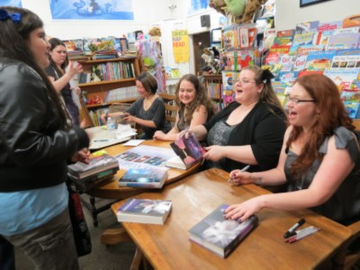breahtless reads authors chatting with fans Breathless Reads Tour   Andrea Cremer, Beth Revis, Jessica Spotswood & Marie Lu