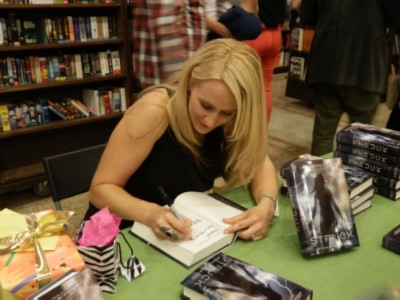 jennifer bosworth signing Struck! Jennifer Bosworths Book Launch