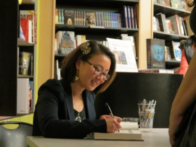 marie lu signing books